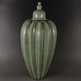 龙泉窑青瓷瓜棱瓶