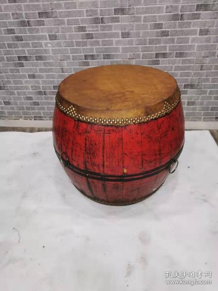 红漆大鼓,品相好外观特漂亮。能正常使用。鼓声特嘹亮。63.63.68