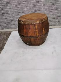 原木色大鼓,包浆好,保持好。能正常使用。鼓声清晰。65.65.67