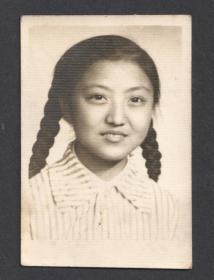 五十年代,麻花辫子姑娘老照片