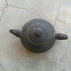 年代久远的一把素面老紫砂壶