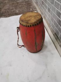 红色腰鼓,老红漆,老铁钉,老铁环。老包浆。品相一流,保存的很完整。能正常使用15.15.35