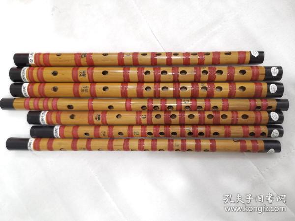 """上海民族乐器一厂""""敦煌""""牌竹笛,上世纪生产的手工精品库存笛子,完好无瑕疵,做工精美用料扎实,不可多得的乐器精品。扎线笛有bE,F,G,A等调。"""
