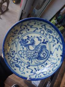 老瓷器一件,口沿有小磕,盘中间图案是凤凰。