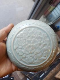 小瓷器一件,镶边,年代未知,工艺特殊,具体制造年代未知。保真瓷不包年代.