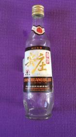 """52度""""尖庄曲酒""""(500ml)酒瓶一个,1992年四川省五粮液酒厂出品,保存完好,标签标识、瓶盖齐全,无磕碰,正标有水渍,9·品,少见的收藏品,尺寸:高25.5cm、直径7cm,"""