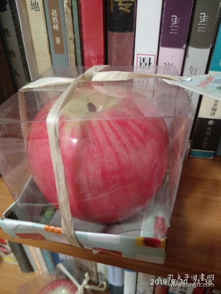 苹果蜡烛,和真苹果一样,平安夜圣诞节的烂漫满屋的不二之选。感兴趣的话给我留言吧!