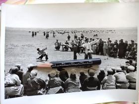 1974年内蒙古鄂托克旗乌兰牧骑察汗诺尔演出现代舞剧《红色娘子军》