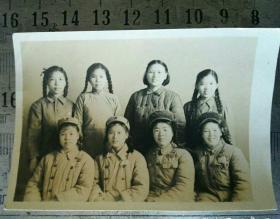 志愿军24军70师女兵合影老照片