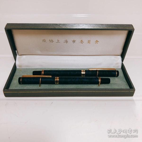 一套有纪念意义的钢笔。