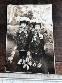 民国时期2个日本女童合影原版老照片