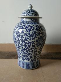 青花瓷大将军罐