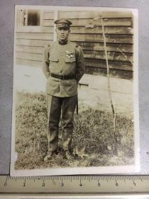 民国抗战时期原版老照片:戴勋章的日本军官