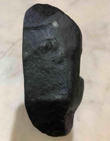 翡翠原石,缅甸帕岗黑乌沙敞口翡翠原石,黑乌沙翡翠原石,包浆醇厚,沁色自然,皮壳老道,极高赌石和收藏价值,值得永久收藏