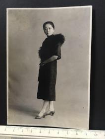 民国时期原版老照片:民国旗袍美女照片