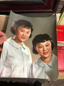 青岛老照片,双胞胎姐妹,大幅老照片两张