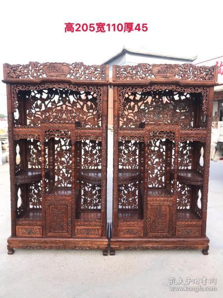花梨木,镂空雕刻葫芦博古架书柜一对,雕刻精美,做工超好,搭配中式或欧式装修房子酒店茶楼会所博物馆等均可。单个尺寸:宽110cm,厚45cm,高205cm。
