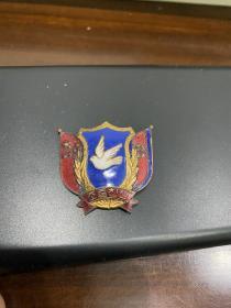 抗美援朝 中朝友谊纪念章,原包装,包老,有一点岁月痕迹,具体品相自己看图