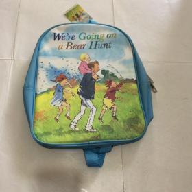 我们一起去猎熊 Bear Hunt Backpack and Book Set 套装   英文绘本  3本绘本  一个书包, 书包仓库放久了 发黄 书全新