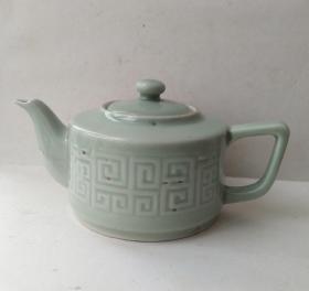 精美青瓷茶壶