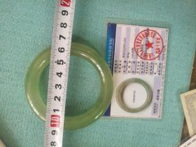缅甸亚玻璃种飘绿翡翠玉镯,长宽尺寸为内径