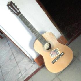 丽声牌老吉他