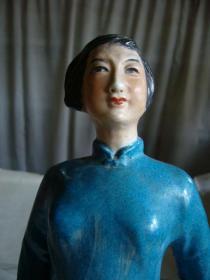 英雄刘胡兰瓷像
