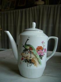 景德镇产花鸟瓷壶