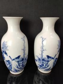 下乡收到,王步手绘花鸟花瓶一对,包浆醇厚,品相完整,尺寸如图。