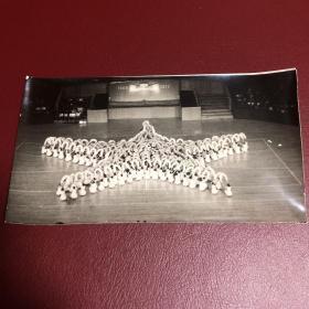 """1977年中华人民共和国国庆节团体操表演""""十月的胜利""""照片共10张,展现团体操10个重要场景,背后有说明和序号。品佳。(我不懂照片,买家自鉴,售后不退)"""