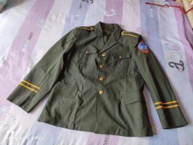 上世纪80年代初至90年代初老公安警察民警干警通用橄榄绿色 单装男式警服上衣 经典收藏(肩宽约45厘米,长约75厘米,胸围约53厘米