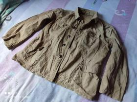 上世纪50--60年代 老式八一纽扣军装上衣。见图片。腰围约48厘米 身长约64厘米(老式八一军装公安警察民警干警 经典服装收藏)