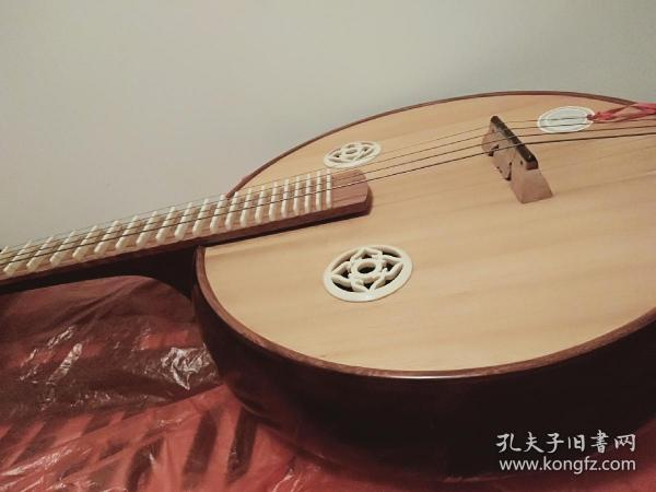 星海中阮一手乐器专业红木清水中阮贴雕工艺专业阮琴,有琴包。