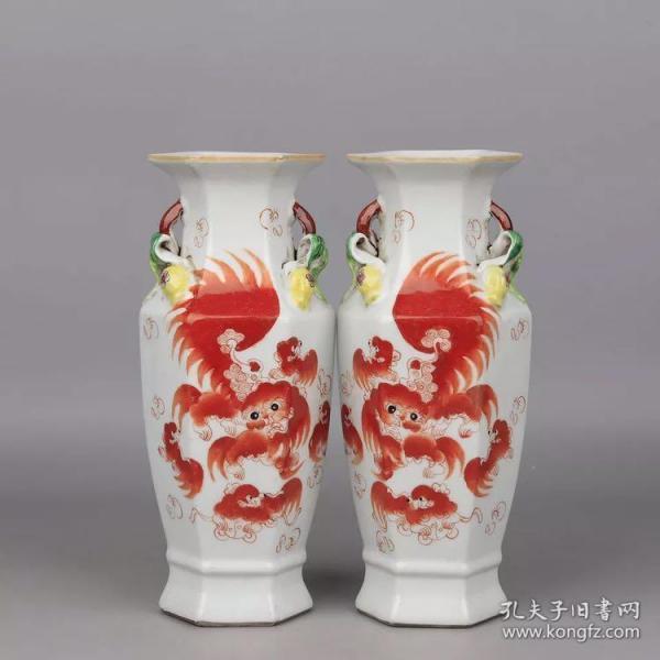 清 光绪 粉彩矾红太狮少狮六方双耳瓶(一对)