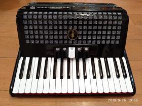 GOLDENCUP金杯手风琴,家里没人用了,闲置,喜欢的朋友拿走吧,4300买的,九成新。