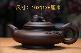精品老紫砂壶,纯手工精致打造,包浆厚重,磨损自然,用砂细腻,色泽光润,手感圆滑,造型端庄周正,品相完整