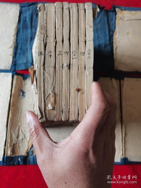 《重订王凤洲先生纲鉴会纂》存两函七册,卷五六、七八、九十、十一十二、三十三一、三二三三、三四三五。有两册品弱缺页