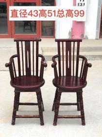 楸木圆椅一对,做工独特,弧度优美,品相一流,难得一见的精品!