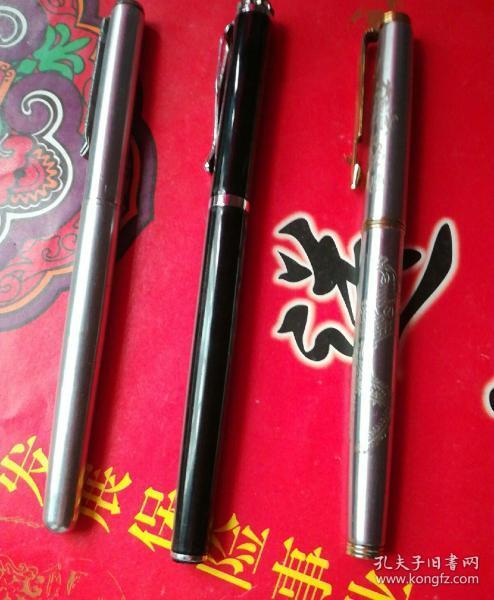 斯威利136o、金豪(笔帽镶宝石)、龙凤纹钢笔三支(统打)。