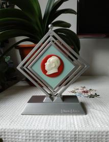 文革时期:有机玻璃毛主席像章塑料旋转架摆件