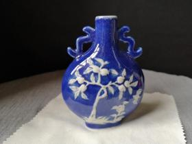 梅花堆塑蓝釉鼻烟壶,一个单价,不议价。