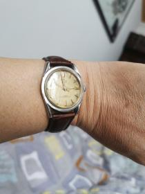 瑞士路兹男式老手表一块。