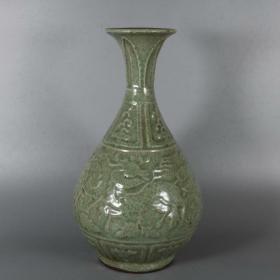 龙泉窑青釉刻花瓶