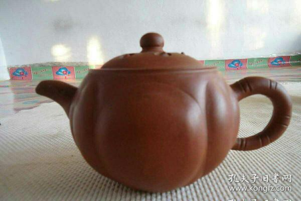 紫砂莲子壶