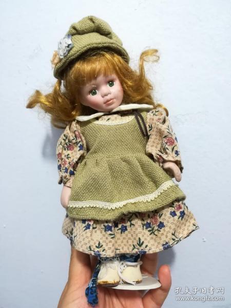 精美娃娃玩具(长约25厘米)