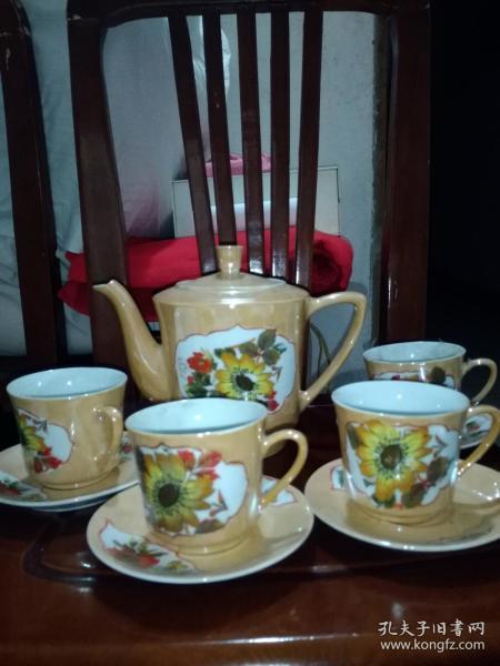 黄色釉套茶具0