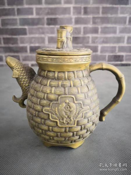 大明宣德年制黄铜双鱼壶,雕刻精细保存完好