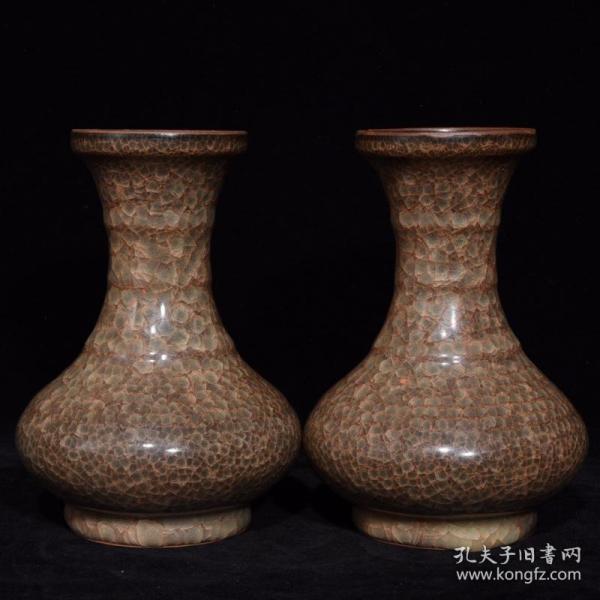 官瓷冰裂纹弦纹瓶