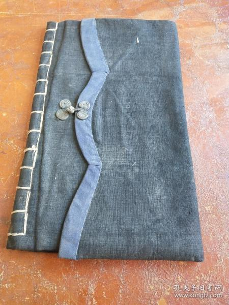 《花样夹》,清中期木刻板,一册一套全。规格33.8X21X1.5cm