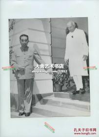 1960年为缓和中印边界紧张问题,周恩来总理出访印度与印度总理尼赫鲁会谈老照片